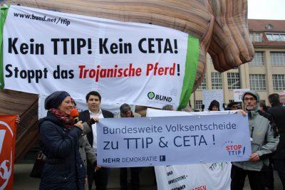 TTIP_Unterschriftenübergabe4