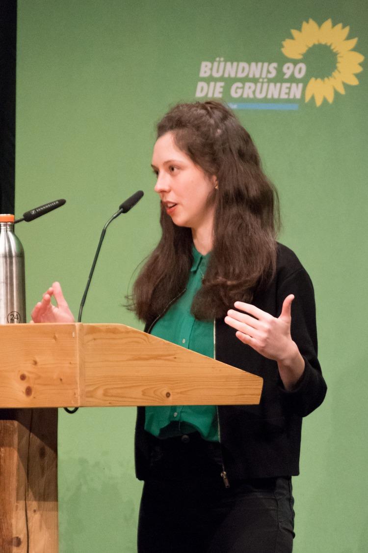 Zoe Mayer hält ihre Bewerbungsrede