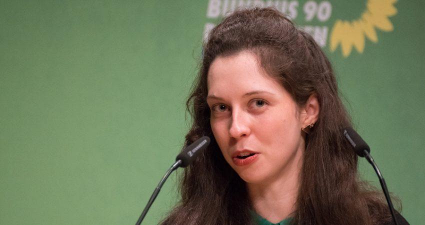 Zoe Mayer bei ihrer Bewerbungsrede zur Nominierung als Direktkandidation für die Bundestagwahl 2021 für den Wahlkreis Karlsruhe-Stadt